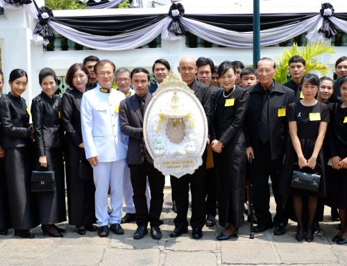 Paid respects to the urn of King Bhumibol Adulyadej
